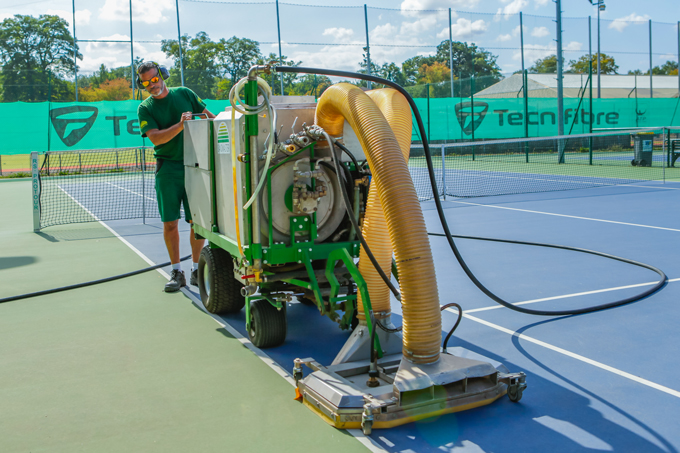Rubber floor cleaning with the small unit