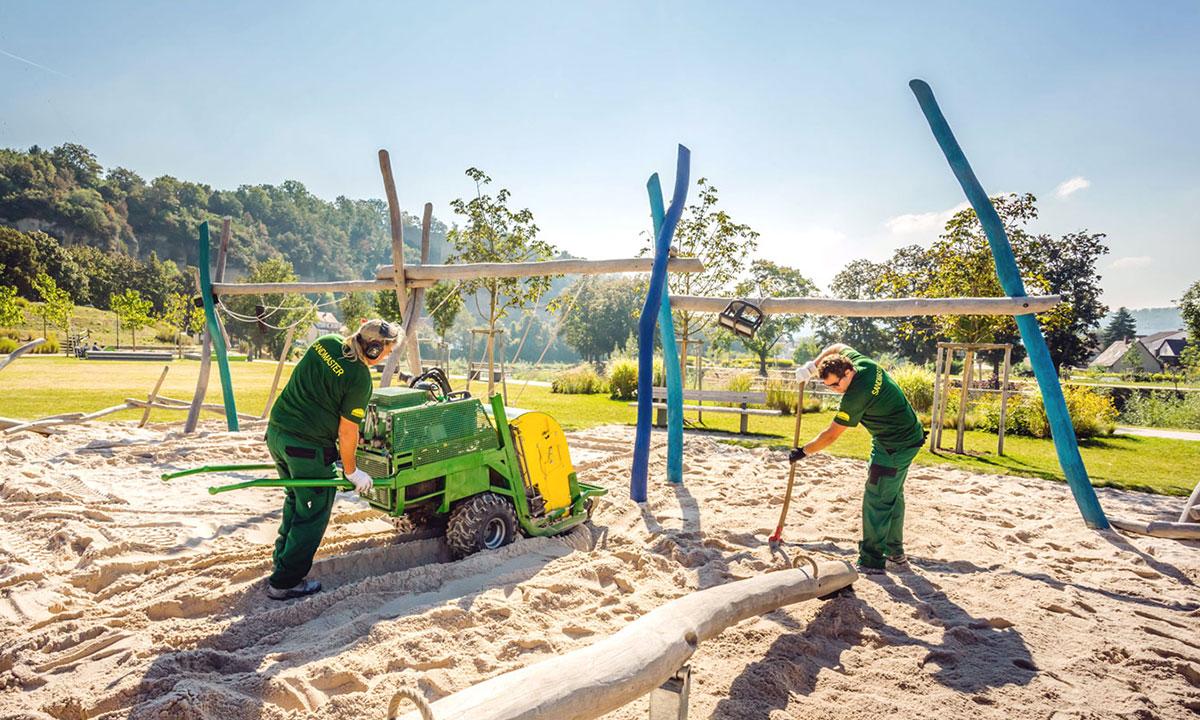 Sandreinigung bei Außenanlagen der KiTas Lautenbach
