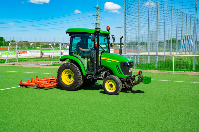 Artificial turf cleaning with dry process